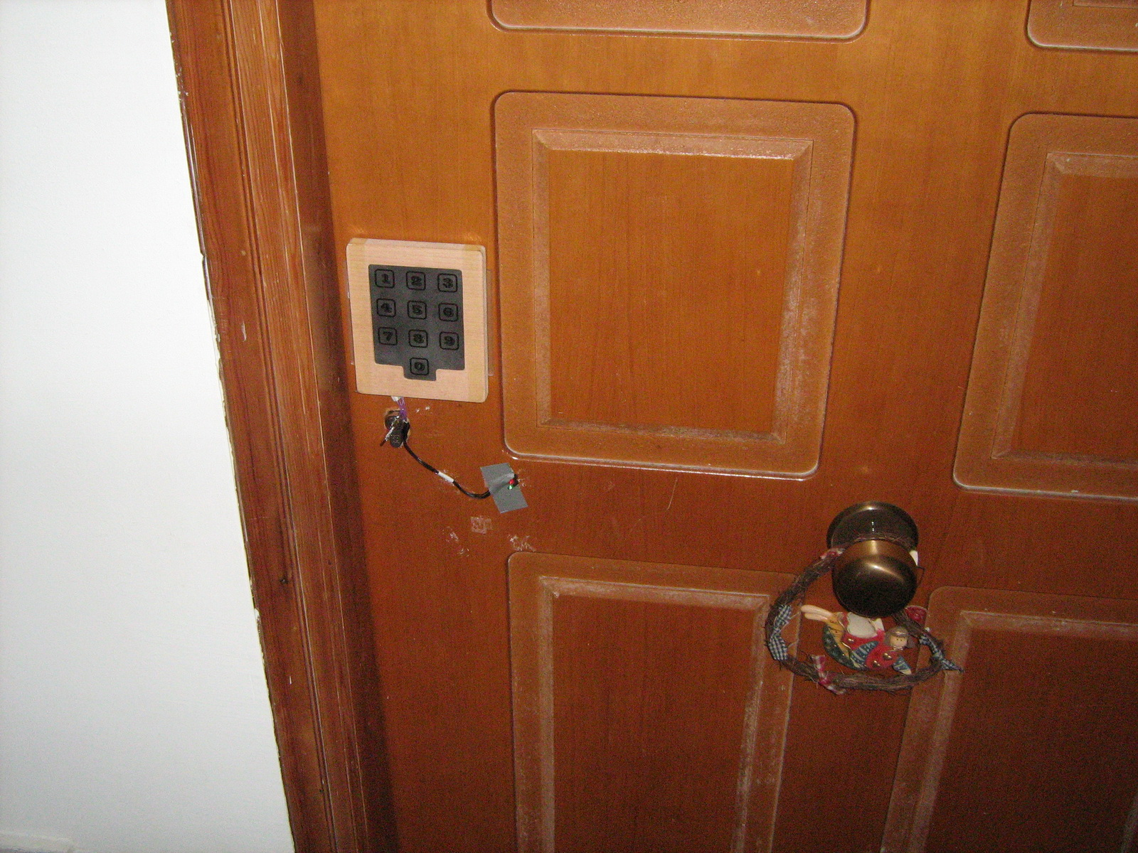 Servo Actuated Door Keylock Hack With Capacitance Touch Pad